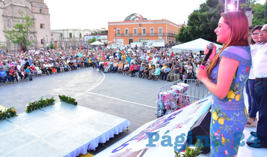 Tere Jiménez Rinde Homenaje a Abuelitos de Aguascalientes