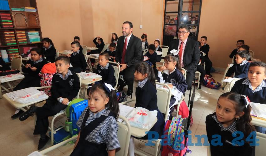 El mandatario informó que, en lo que va de su administración, 25 por ciento de las escuelas del estado fueron rehabilitadas, esto es, 1 mil 446 planteles de todos los niveles de educación, con una inversión global de 1 mil 52 millones de pes