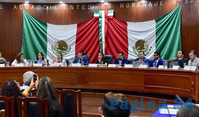 En la sesión se aprobó colocar elementos como un asta bandera, un espacio techado con nichos y un muro para placas de personas que serán reconocidas