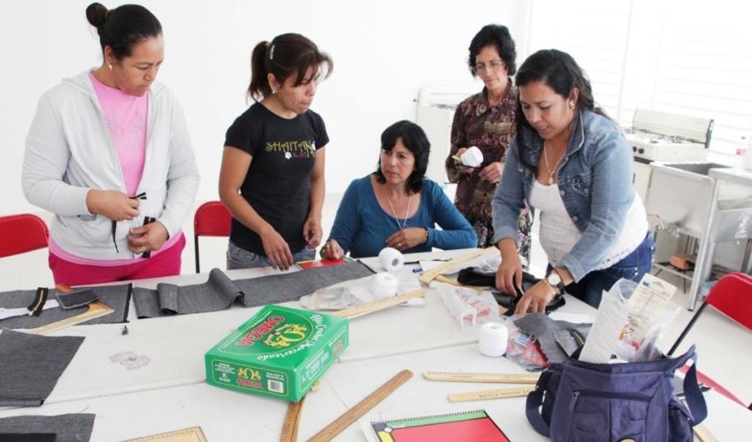 Las participantes aprenderán un oficio que les proporcione las herramientas para crear un pequeño negocio