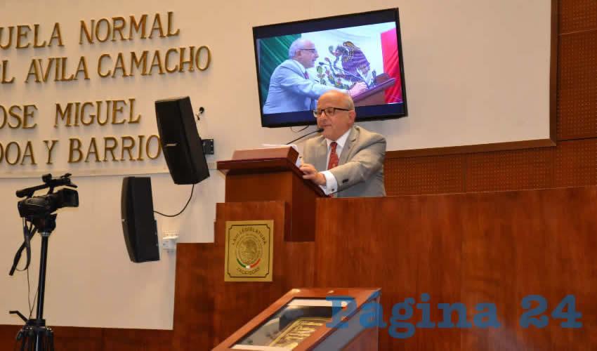 Motivo por el que se entregó a Diego Prieto Hernández, director general del INAH, un reconocimiento al trabajo que ha desarrollado la institución a lo largo de 80 años.