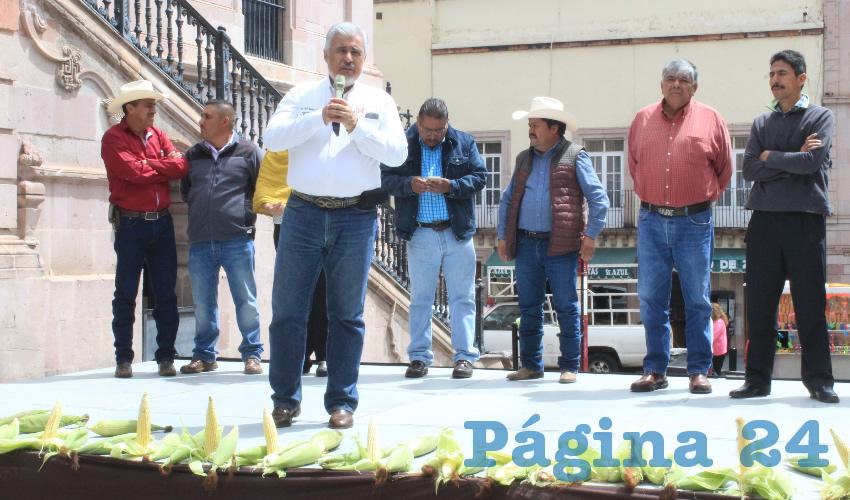 José Narro Céspedes aseveró que este grano ha ido desplazando al arroz y al trigo, convirtiéndose en uno de los principales cereales del mundo (Foto Rocío Castro Alvarado)