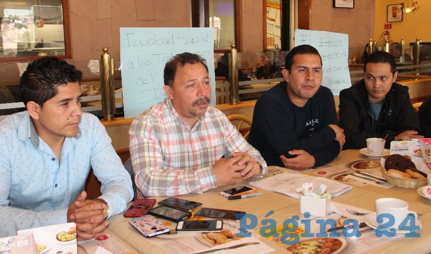 Alejandro Rivera Nieto, secretario general del Sindicato Independiente de Trabajadores del Estado de Zacatecas (SITEZ): Existen otros trabajadores interesados en realizar una demanda similar, ya que no se les han respetado sus derechos laborales (Foto Rocío Castro Alvarado)