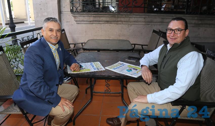 En el restaurante La rueda del Hotel Quality Inn departieron Julio César Medina Delgado y Paulo Martínez López, titular de Desarrollo Social Estatal (Sedeso)