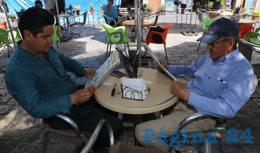 En Café Punta del Cielo departieron Jesús Hernández Jiménez y José Luis Alférez Hernández