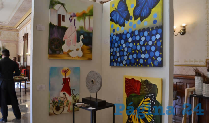 La exhibición consta de distintas obras que se enmarcan dentro de la pintura en sus diversos géneros como el óleo sobre tela, acrílico, papel artesanal y tintas, mientras que las obras de cerámica son en modelado