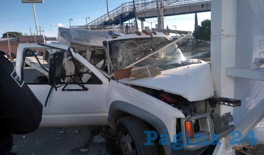 Los dos tripulantes de la Chevrolet resultaron heridos y atrapados