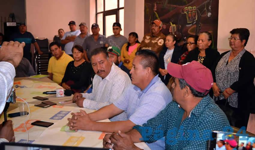 Ejidatarios y transportistas de comunidades de Mazapil ,en conferencia de prensa (Foto Merari Martínez)