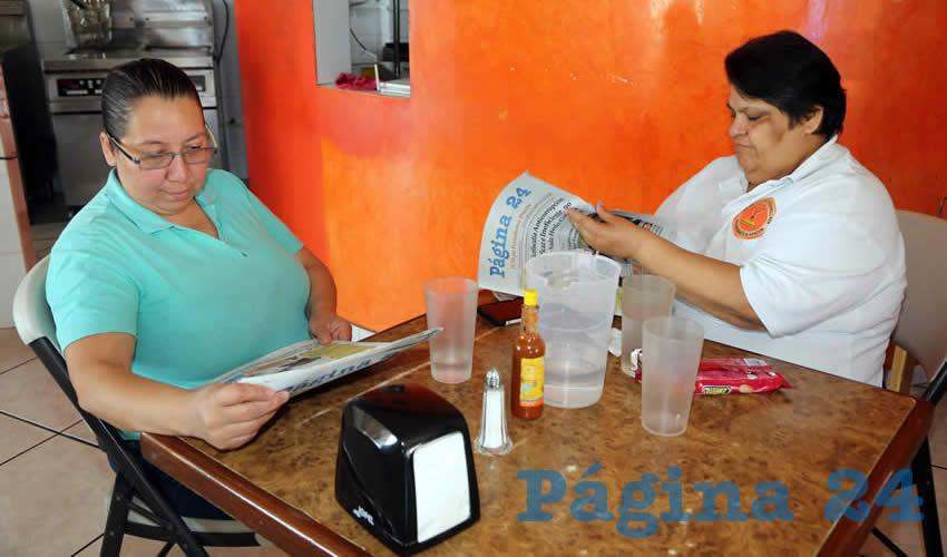 En el restaurante Las Delicias de la Emparrillada almorzaron María del Socorro Solís Camacho y Bertha Leos Macías