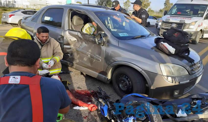 La motocicleta se estampó contra el costado izquierdo del automóvil, en hechos ocurridos en la carretera federal 45 norte, a la altura de la empresa Yorozu