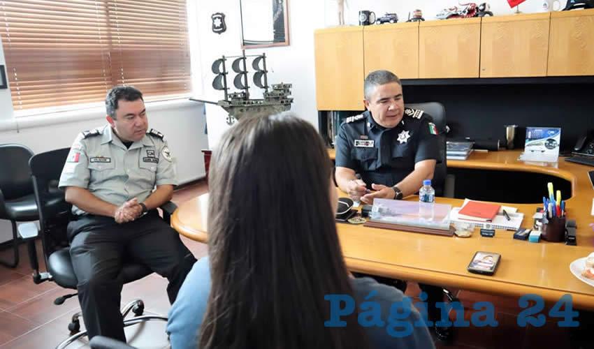 Tras ser rescatada, la joven se entrevistó con el secretario de Seguridad Pública Estatal, Porfirio Javier Sánchez Mendoza