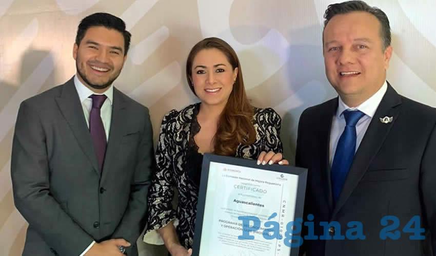 Tere Jiménez mencionó que es un honor recibir esta certificación que da muestra de la eficiencia de la ventanilla única
