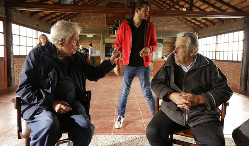 El Encuentro Inédito Mujica-Chomsky