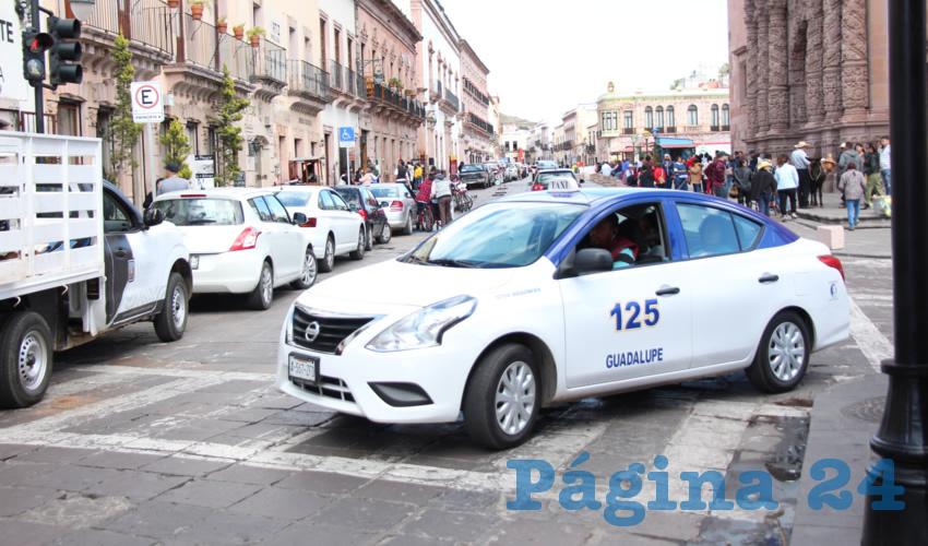 Sergio Velázquez, líder del gremio de taxistas de Zacatecas, dio a conocer que desde la entrada de Uber han tenido una disminución en sus ganancias de hasta un 30 por ciento (Foto Rocío Castro)