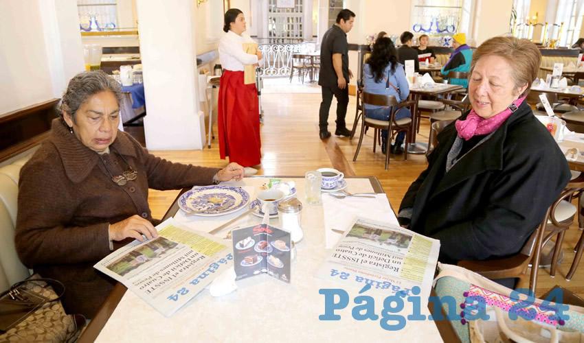En Sanborns Francia desayunaron Julia Sánchez Carrillo y Carmen Castillo Becerril