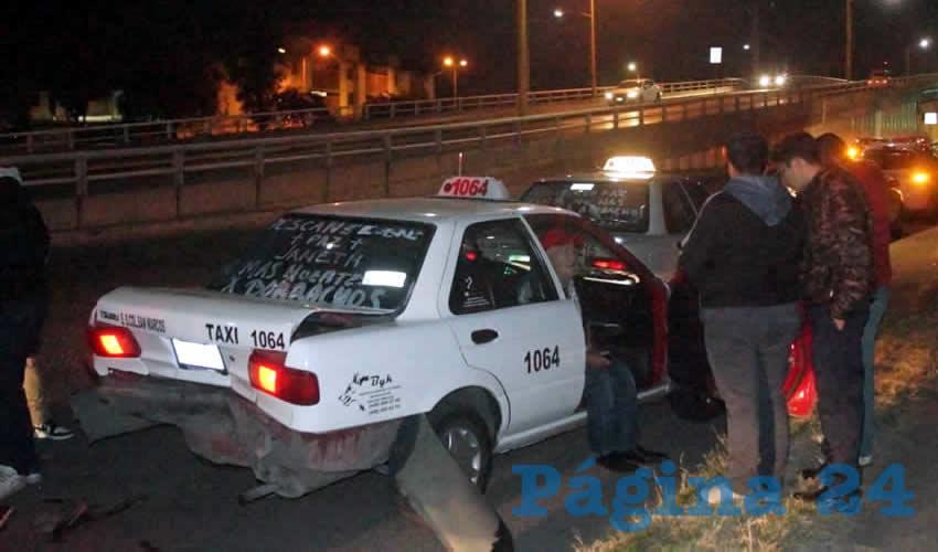 El percance ocurrió cuando los trabajadores del volante protestaban por la muerte de su compañera Janet Horta Díaz, fallecida el pasado sábado en un accidente automovilístico