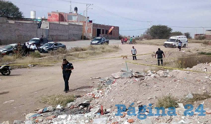 En este terreno baldío dos niños encontraron el cadáver de la víctima, cuya identidad aún se desconoce