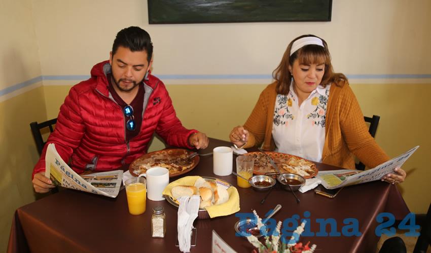 En el restaurante Los Antojos de Carranza desayunaron Isaac Ortiz Ortega y Lorena Ortega Martínez