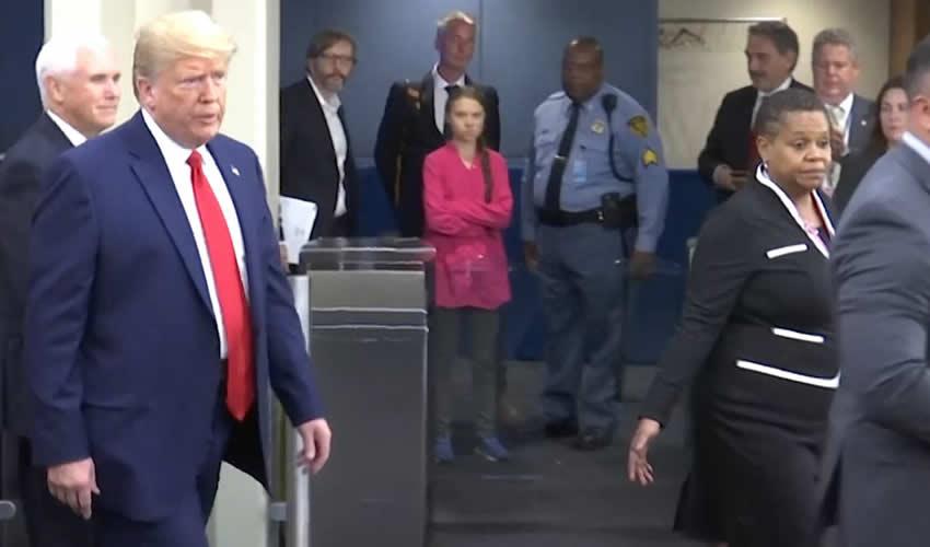 Donald Trump y Greta Thunberg Sostienen Ahora su Duelo en Davos