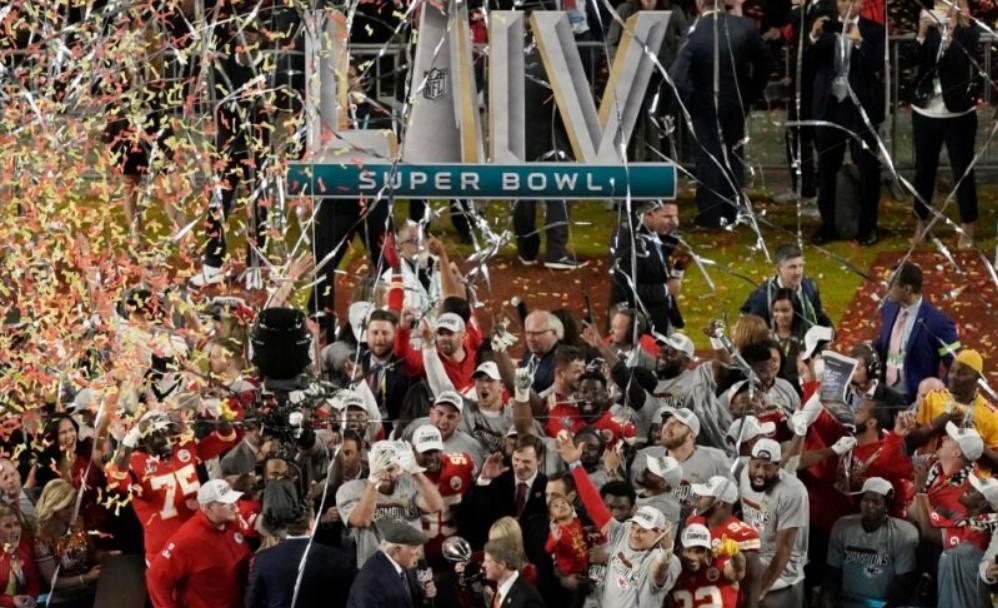 Los Jefes de Kansas City dan la Vuelta y, Tras 50 Años, se Llevan un Super Bowl