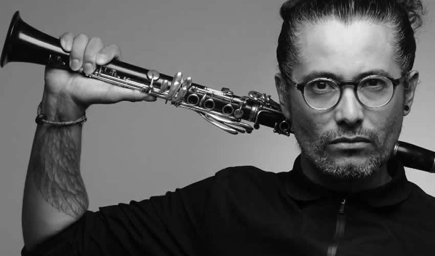 César Tomás Encina Arroyo, clarinetista con una experiencia casi de 30 años (Foto: Cortesía)