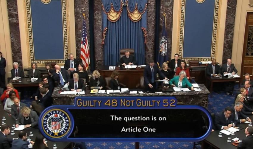 Republicanos en el Senado Exoneran a Donald Trump