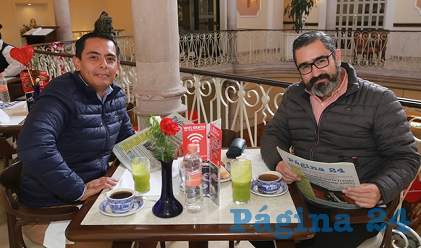 En Sanborns Francia almorzaron Edgar Dueñas Macías, regidor presidente de la Comisión Permanente de Alumbrado y Limpia; y David Loera Zaragoza