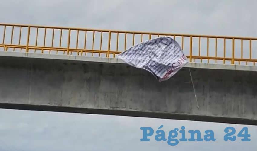 Las autoridades intentaron retirar las mantas lo más pronto posible (Fotos: Emergencia Aguascalientes)