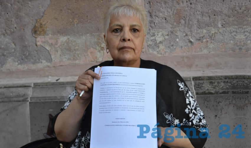 María de Lourdes Velasco Gómez, comerciante del Centro Histórico, aseguró que la situación económica está pegando duro tanto a los vendedores establecidos como a los ambulantes. (Foto Merari Martínez)