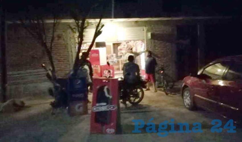 """Abarrotes Durón, ubicada en avenida Guadalupe Nájera 832, en Calvillito, fue """"visitada"""" por seis pistoleros, uno de los cuales fue arrestado"""