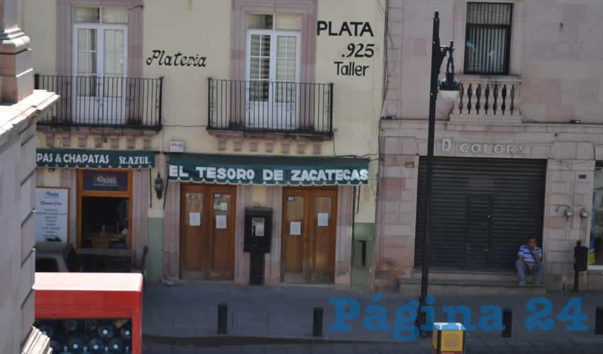 Mientras el silencio se apodera de las calles del primer cuadro de la ciudad, más comercios se unen al cierre de sus puertas (Foto Merari Martínez)