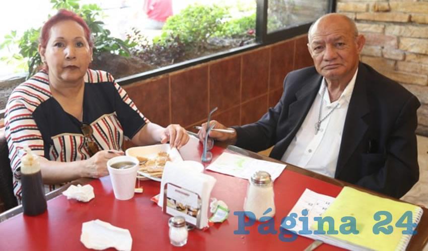 En Las Antorchas almorzaron María de Lourdes Azpeitia Márquez y Ricardo Aguilera Nieves