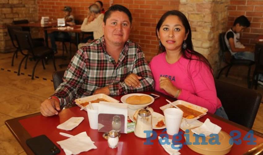 En Las Antorchas desayunaron Francisco Javier Mendoza y Doris Salinas Galván