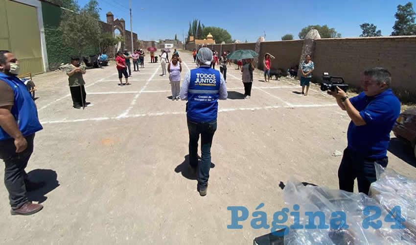 Administración de Tere Jiménez Lleva Alimento  a las Familias que Trabajan en las Ladrilleras