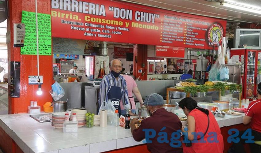En Birriería Don Chuy, en el mercado Morelos, pide tu desayuno y llévalo a casa