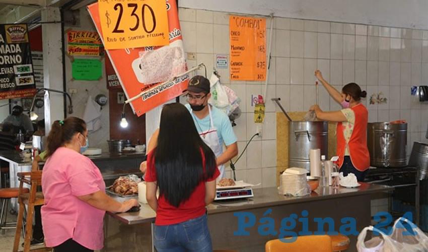 En birriería Los Güeros, en el mercado Juárez, lleva tu desayuno a casa