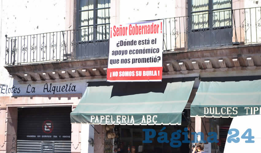 """""""Los negocios están quebrando…los apoyos no llegaron"""", """"no estamos pidiendo limosna, sólo lo que nos prometió"""", son parte de los reclamos (Foto Merari Martínez)"""