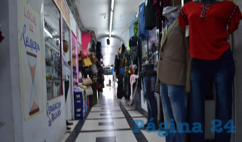 Con todo y el inicio de la denominada vuelta a la normalidad, varios pasajes comerciales del Centro Histórico de la capital zacatecana regresaron a las actividades (Foto: Merari Martínez)