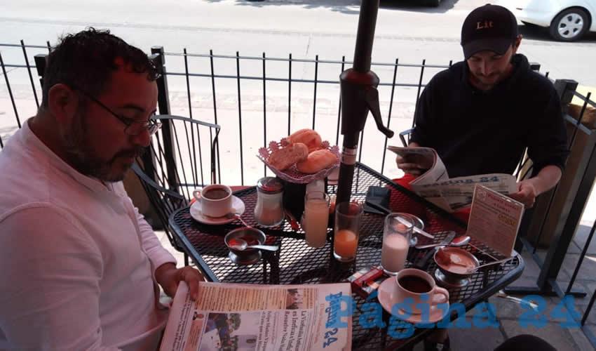 En el restaurante Mitla desayunaron Artemio Ramírez y Adrián Fernández