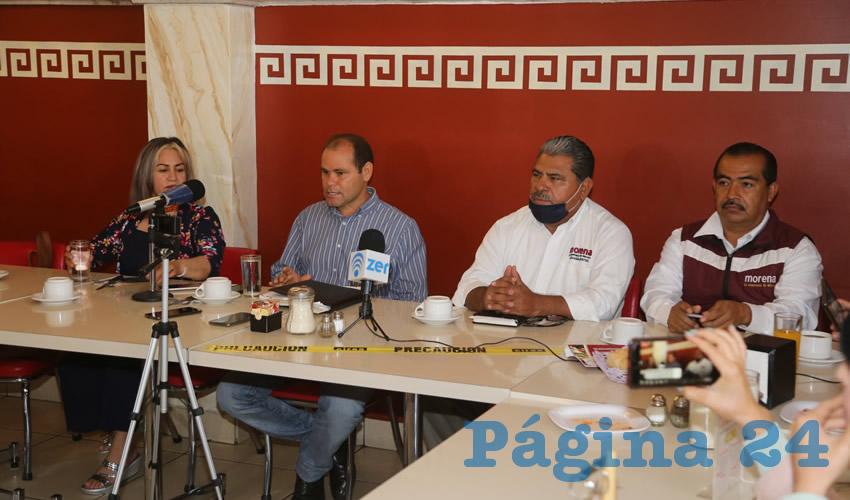 María Concepción Roque Castro, Reyes Ortiz Castillo, Sebastián Martínez y Alejandro Mendoza Villalobos, consejeros estatales de Morena (Foto: Eddylberto Luévano Santillán)