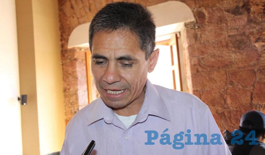 Adán González Acosta, director de la escuela preparatoria Carlos Marx (Foto: Archivo Página 24)