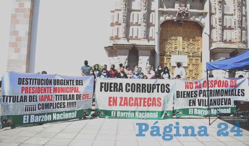 Integrantes del Barzón Zacatecano, denunciaron públicamente diversas irregularidades que acontecen en el municipio de Villanueva, señalando directamente al alcalde Miguel Ángel Torres Rosales (Foto Merari Martínez)