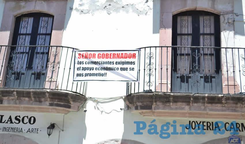 La locataria María de Lourdes Velasco Gómez, refirió que desde hace dos meses, sólo a algunos les entregaron tres mil pesos, y unos cuantos han recibido la segunda parte (Foto: Cortesía)