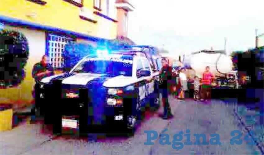 Los peritos se encargaron de trasladar el cadáver de la joven al Instituto Zacatecano de Ciencias Forenses
