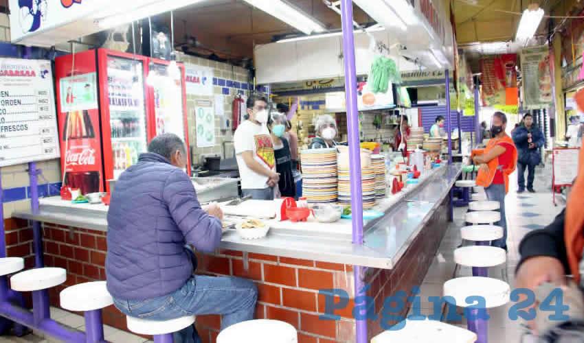 Uno de los mercados más visitados del Centro Histórico de la ciudad de Zacatecas es el Mercado Arroyo de la Plata, en el que se pueden encontrar un sinfín de productos típicos, platillos gastronómicos, así como frutas y verduras (Foto Rocío Castro Alvarado)