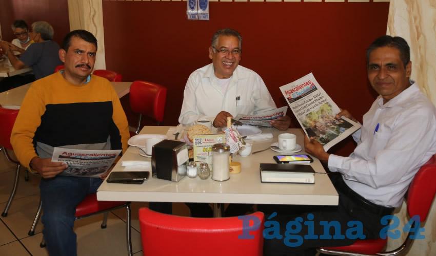 En el restaurante Mitla desayunaron Marco Antonio Martínez Proa, Cuitláhuac Cardona Campos, delegado en funciones como presidente de Morena; y Raúl González Reyes