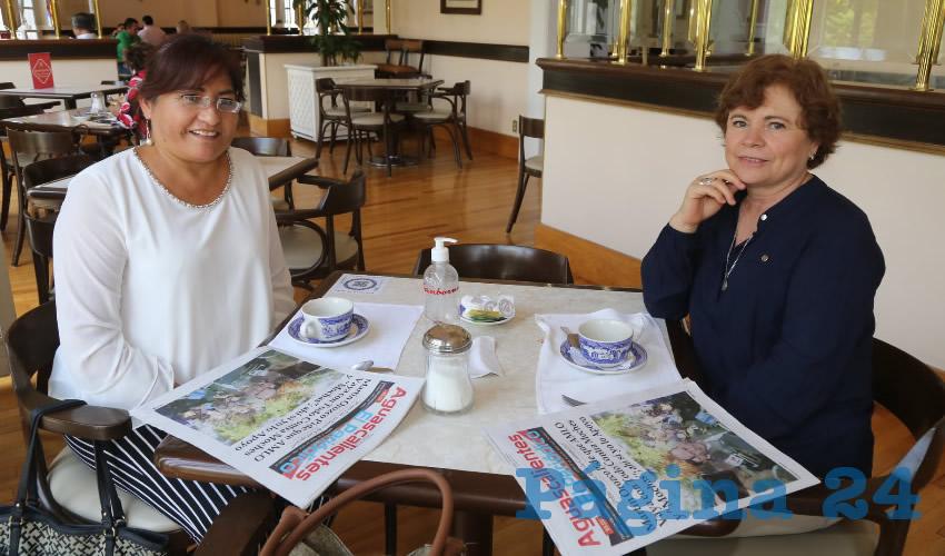 En Sanborns Francia desayunaron Amanda López Mireles y Esthela Gómez Muñoz