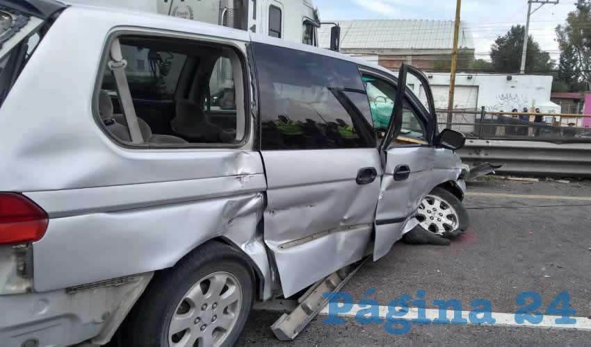 Así quedó la camioneta Honda Odyssey en la cual se trasladaba una familia
