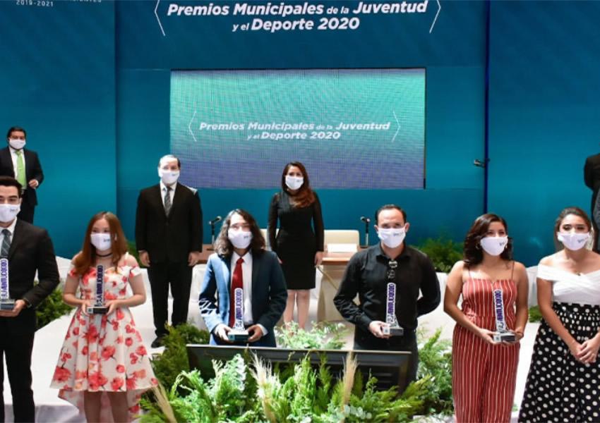 Entregó Tere Jiménez Premios Municipales de la  Juventud y el Deporte 2020 en Sesión de Cabildo