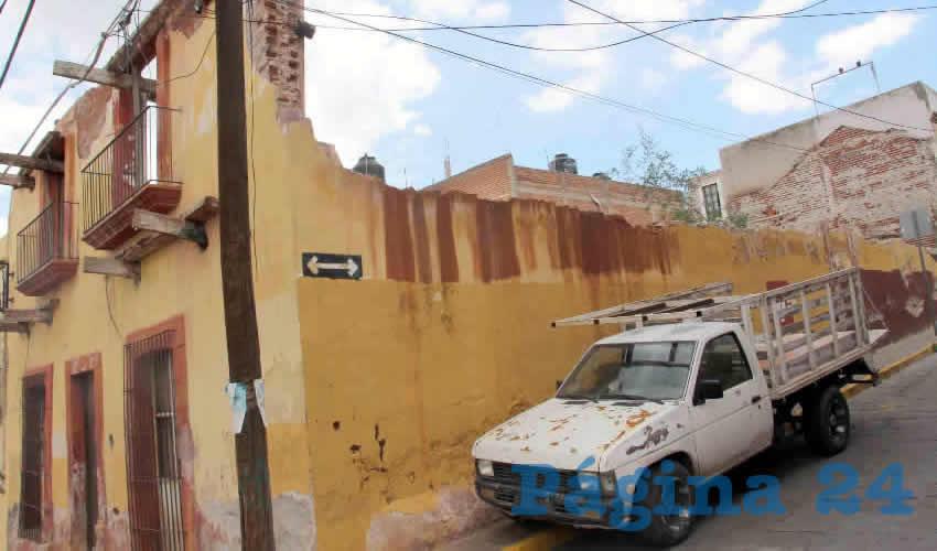 Varias fincas siguen cayéndose a pedazos tanto en algunas de las principales calles como en las colonias cercanas y callejones del Centro Histórico de la capital (Foto: Rocío Castro Alvarado)